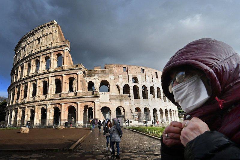 İtalya'nın ünlü antik yapılarından Kolezyum, koronavirüs nedeniyle sessiz. C: AFP